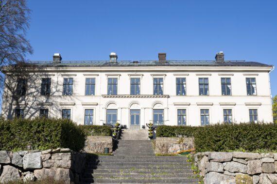 Herrgårdsbyggnaden i Karlslund.