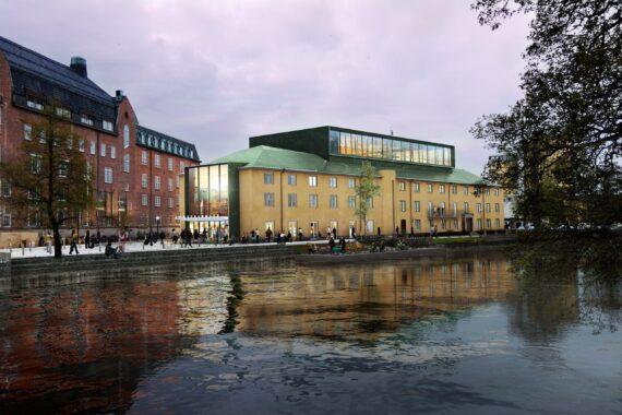 Örebro Konserthus, en gul stenbyggnad som ligger intill Svartån. Himlen skimrar i rosa och många människor står framför husets entré.