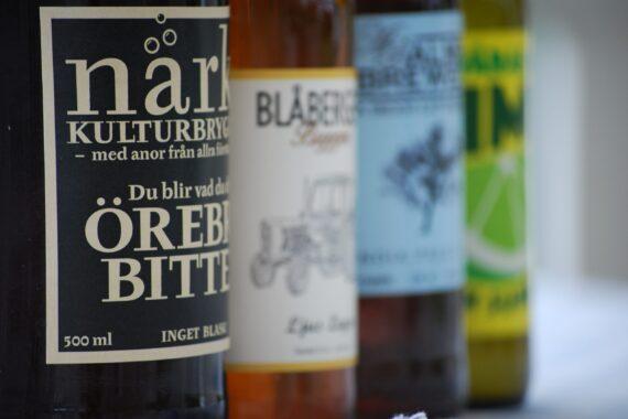 Flaskor från lokala ölbryggerier.
